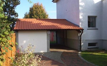 Garage mit carport satteldach  Garagenbau: Einzelgarage und Carport